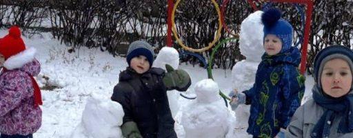 Строим город снеговиков